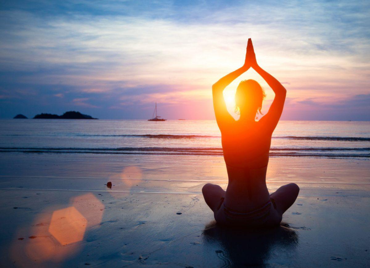 yoga als workout header FEMFEM