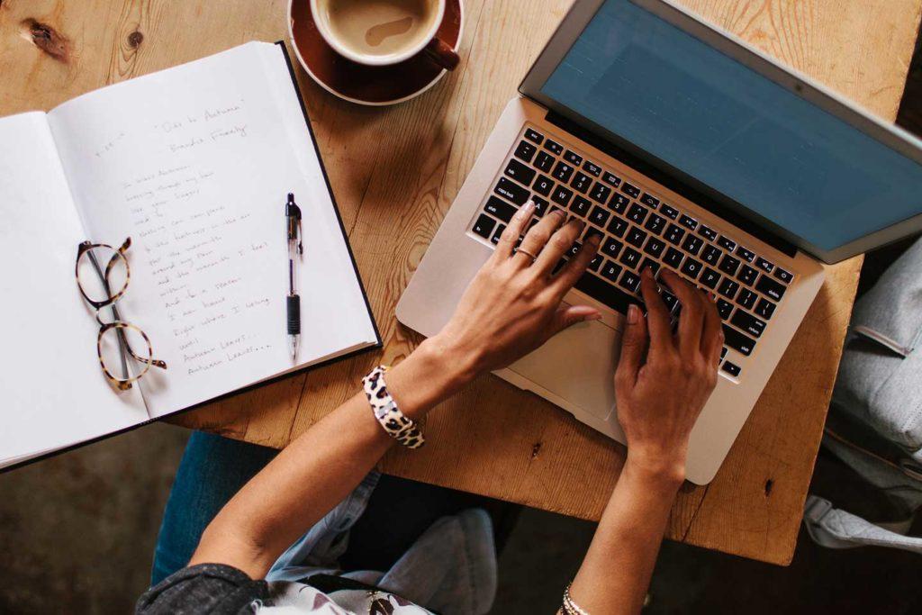femfem-carrière-laptop-vrouw