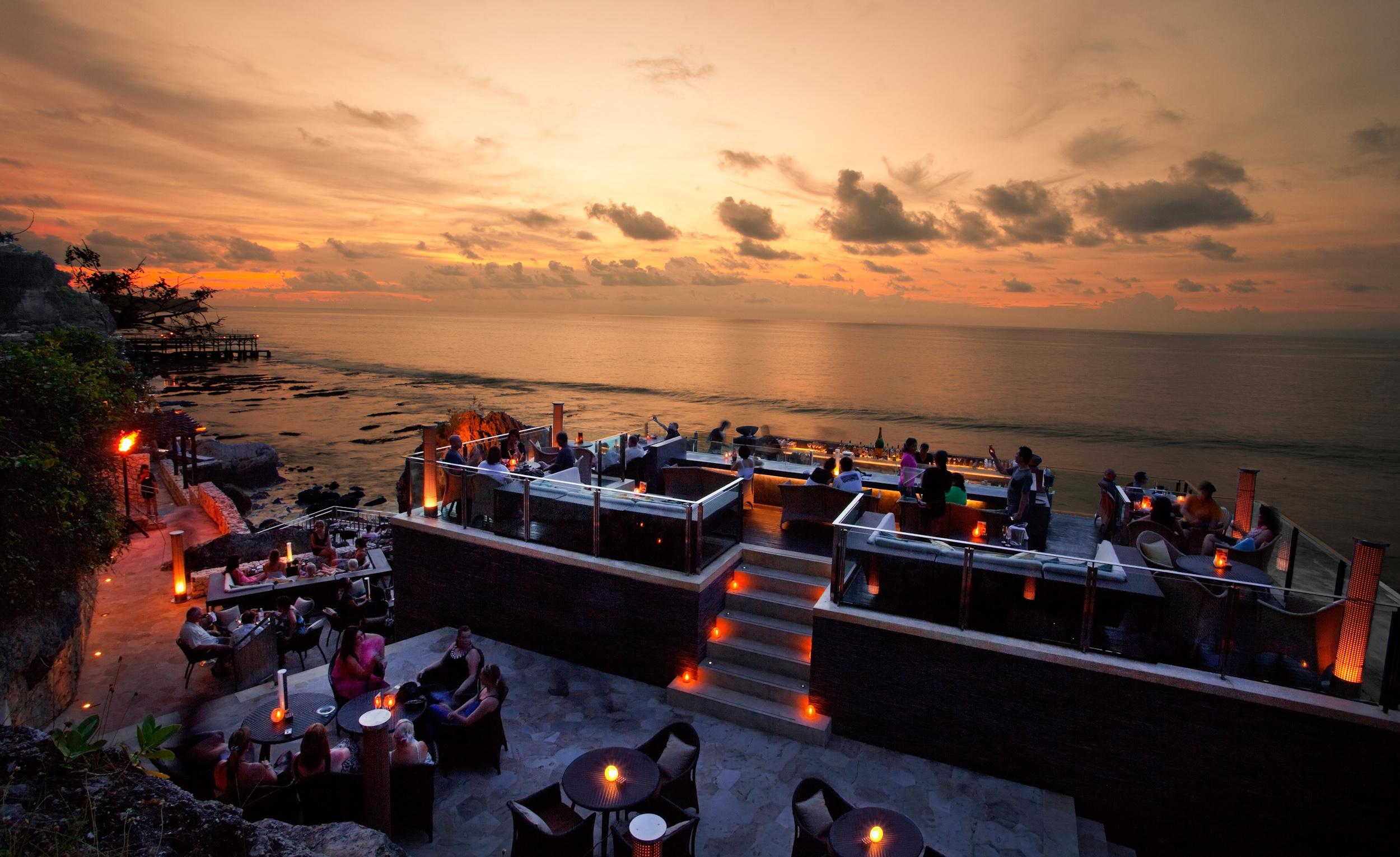 rock-bar-indonesie-femfem