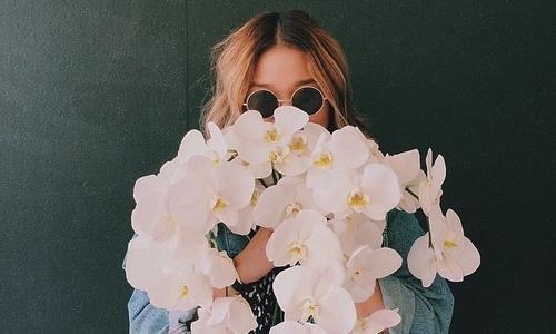 meisje-bloemen-FEMFEM