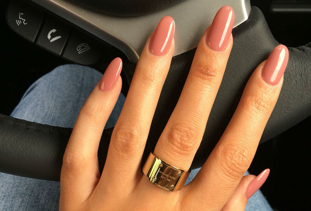 nails pink femfem