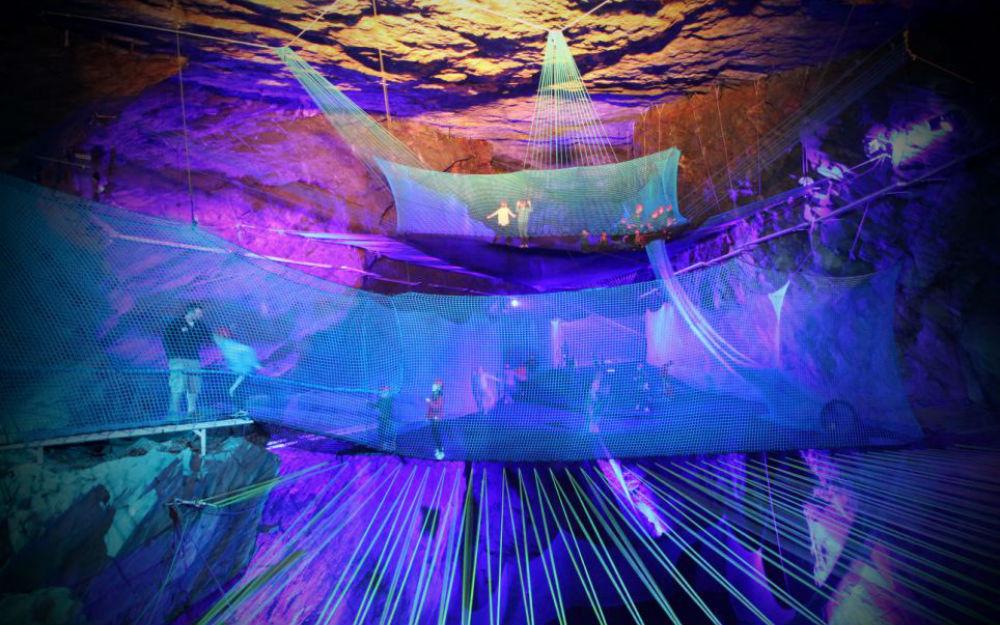 ondergrondse-trampoline-femfem