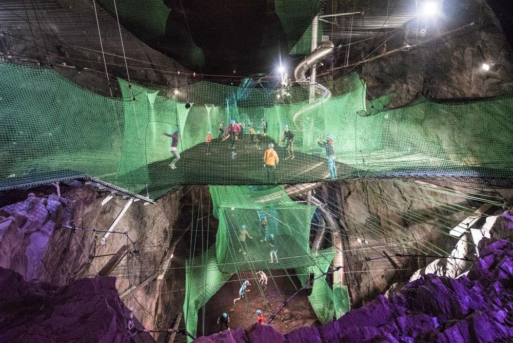 ondergrondse-trampoline-wales-femfem