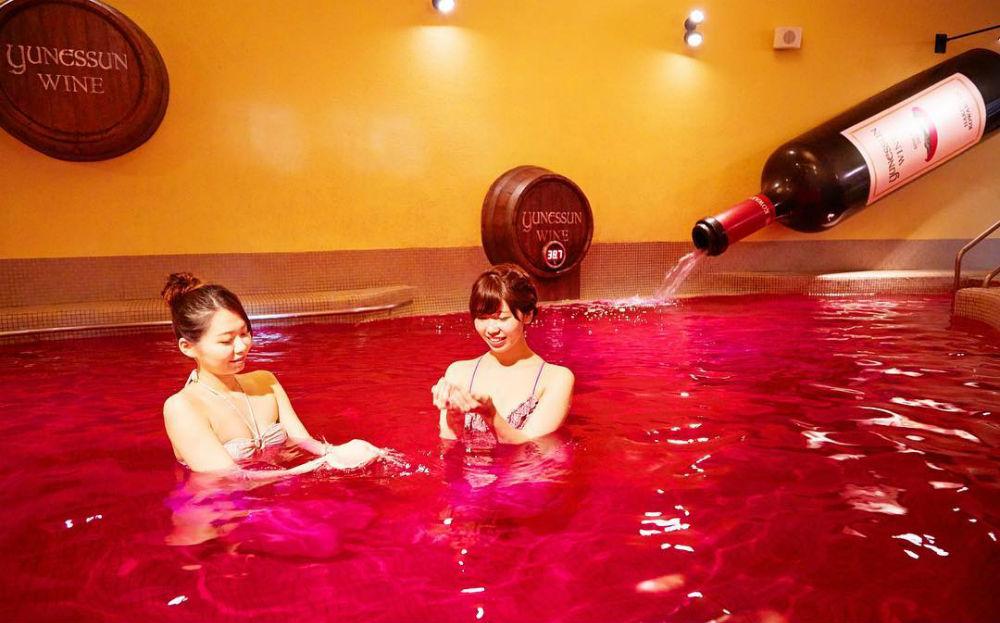 rode-wijn-bad-japan-femfem