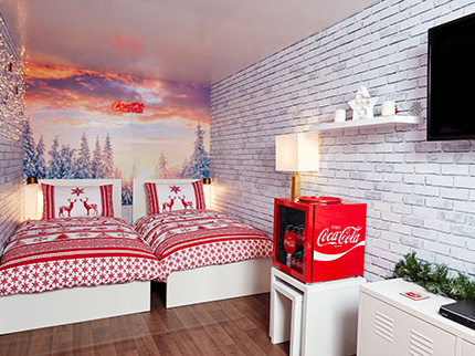 coca-cola-christmas-truck-bed-femfem