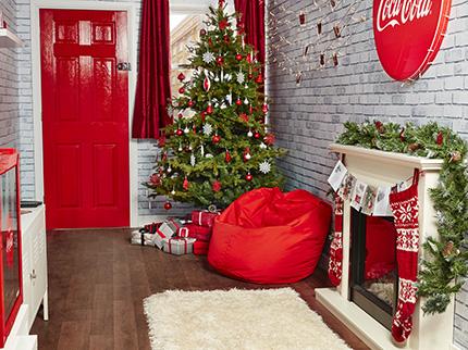 coca-cola-christmas-truck-cadeaus-femfem