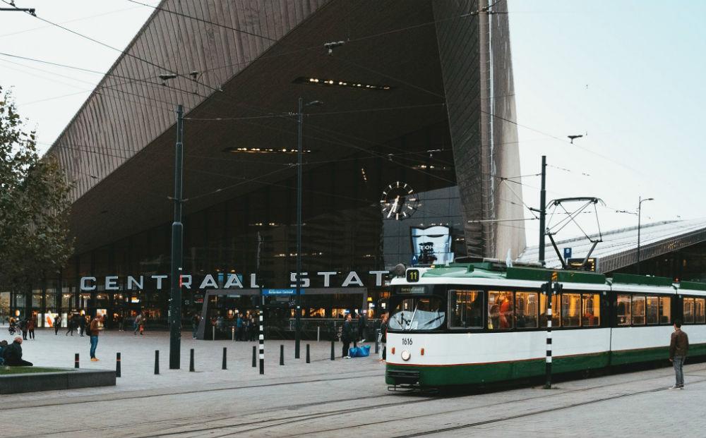 Rottertram fem fem dineren in een authentiek rijdende tram