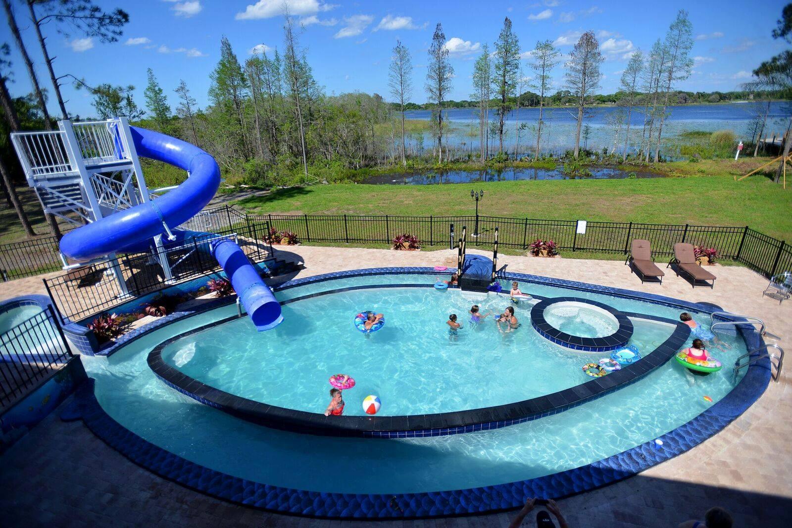 airbnb-spelletjes-zwembad-femfem
