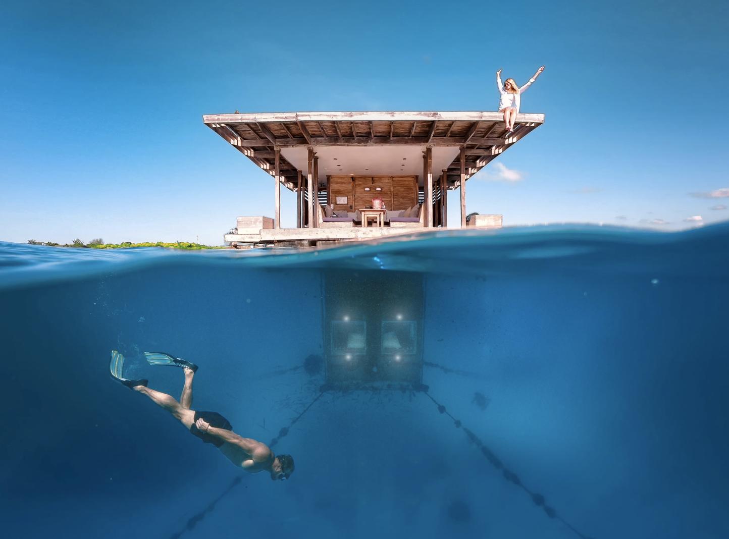 underwaterroom-femfem