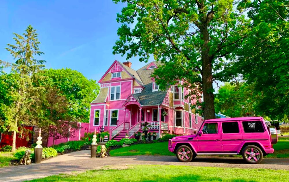 barbie pink huis huren FEM FEM
