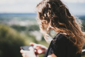 phone-woman-telefoon
