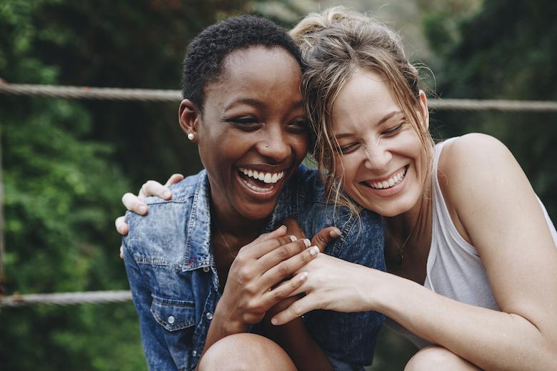 Afspreken met vriendinnen is goed voor je gezondheid (en zo vaak 'moet' het) FEM FEM