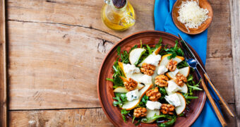 Dit recept voor een zomerse salade met peer is heerlijk voor vandaag