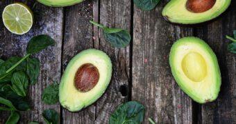 Zo wordt je halve avocado niet bruin en blijven blauwe bessen langer lekker
