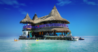 Dit eco hostel in de caribbean is een paradijsje op zee