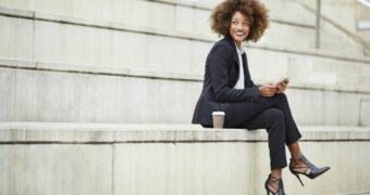 Het vrouwenpak van top tot teen