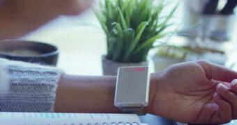 Musthave voor koukleumen: door deze warmte-armband heb jij het nooit meer koud!