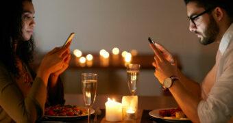 Heb je een relatie met je vriend of met je telefoon?