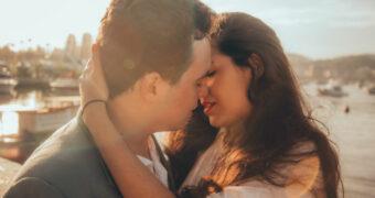 Waarom je beter even kan wachten met intiem zijn in een nieuwe relatie