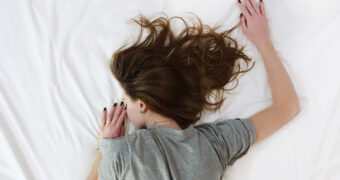 's Avonds ontstressen en in slaap vallen, zo doe je dat!