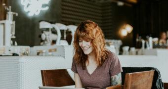 Kantoorgym: deze oefeningen kun je gemakkelijk van achter je bureau doen