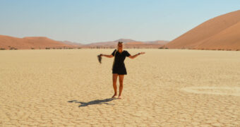 Girls over the world: Esther alleen de wereld over