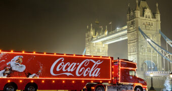 Het ultieme kerstgevoel ervaren? Je kunt nu slapen in de Coca-Cola Christmas Truck