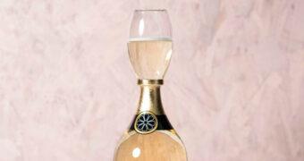 Vier een geweldig feestje met dit bodemloze prosecco glas