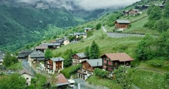 Als je naar dit Zwitserse dorpje verhuist krijg je geld toe