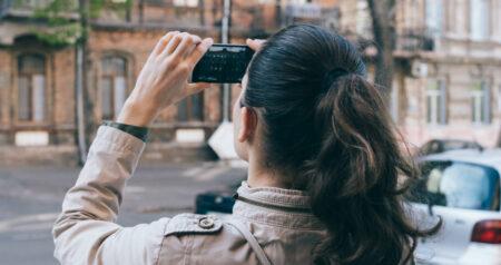 Waarom willen we alles op sociale media delen? femfem