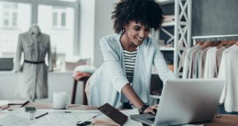 Zo besteden succesvolle vrouwen het eerste uur op het werk