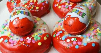 Van deze Kindersurprise donut loopt het water je in de mond