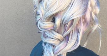 Dé haartrend van 2018: grijze lokken met unicorn kleuren