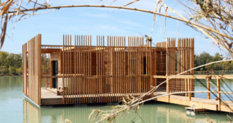 Dit drijvende eco-hotel in Frankrijk zorgt voor de ultieme ontspanning