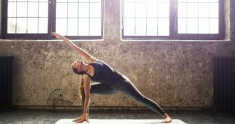 Skip de koffie, deze yoga oefeningen geven je genoeg energie voor de hele ochtend
