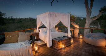 In deze boomhut slaap je onder de sterrenhemel midden in de jungle