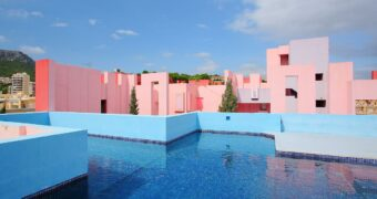 roze-airbnb-zwembad-femfem