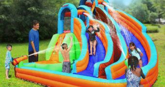 Met deze splash & slide haal je het kind weer in je naar boven