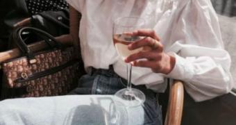 Waarom je minder alcohol moet drinken als je een date wilt scoren