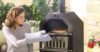 De zomer vier je met deze geniale pizza-oven van Aldi voor slechts €89,99