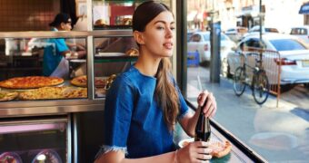 Waarom alleen uit eten gaan goed voor je is