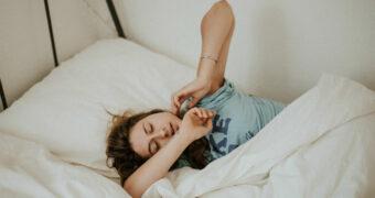 Volgens artsen zou een dutje verplicht moeten zijn tijdens werktijd