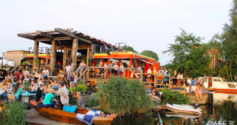 De beste plekken om aan te meren met je boot in Amsterdam