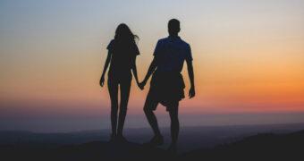 85% van de singles gelooft in eeuwige zomerliefde
