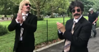 Vermomde Justin Bieber en Jimmy Fallon dansen door Central Park