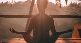 5 keer yoga poses die goed zijn voor je billen
