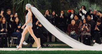 Bruiloft trend van 2019: trouwen in een badpak