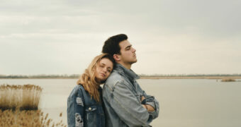 Waarom liefde door de oren gaat en niet de maag