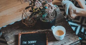 Waarom vrouwen vaker sorry zeggen dan mannen