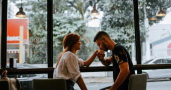 Waarom je moet stoppen met het gebruik van dating apps
